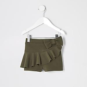 Shorts in Khaki mit Rüschen