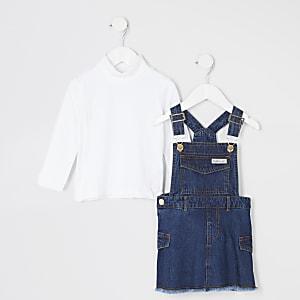 Outfit mit blauem Denim-Latzkleid