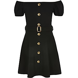 Schwarzes Bardot-Kleid mit Gürtel
