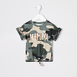 "Grünes T-Shirt ""Mini Diva"" mit Camouflage-Muster"