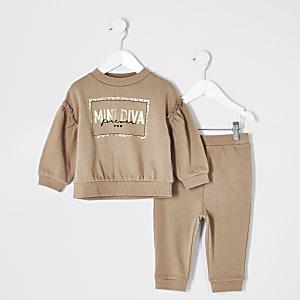 Beigefarbenes Sweatshirt-Outfit mit Rüschen für kleine Mädchen