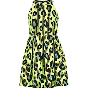 Grünes Ballkleid mit Leoparden-Print
