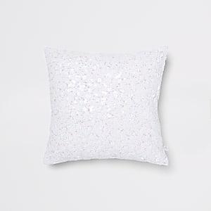 Weißes, paillettenverziertes Kissen