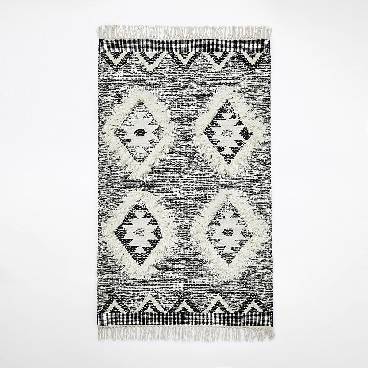 Small grey geometric diamond rug
