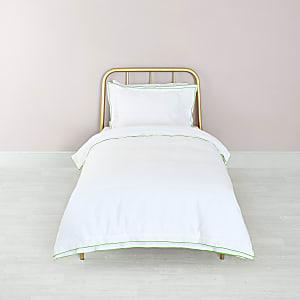 Weißes Bettdecken-Set mit grüner Bordüre