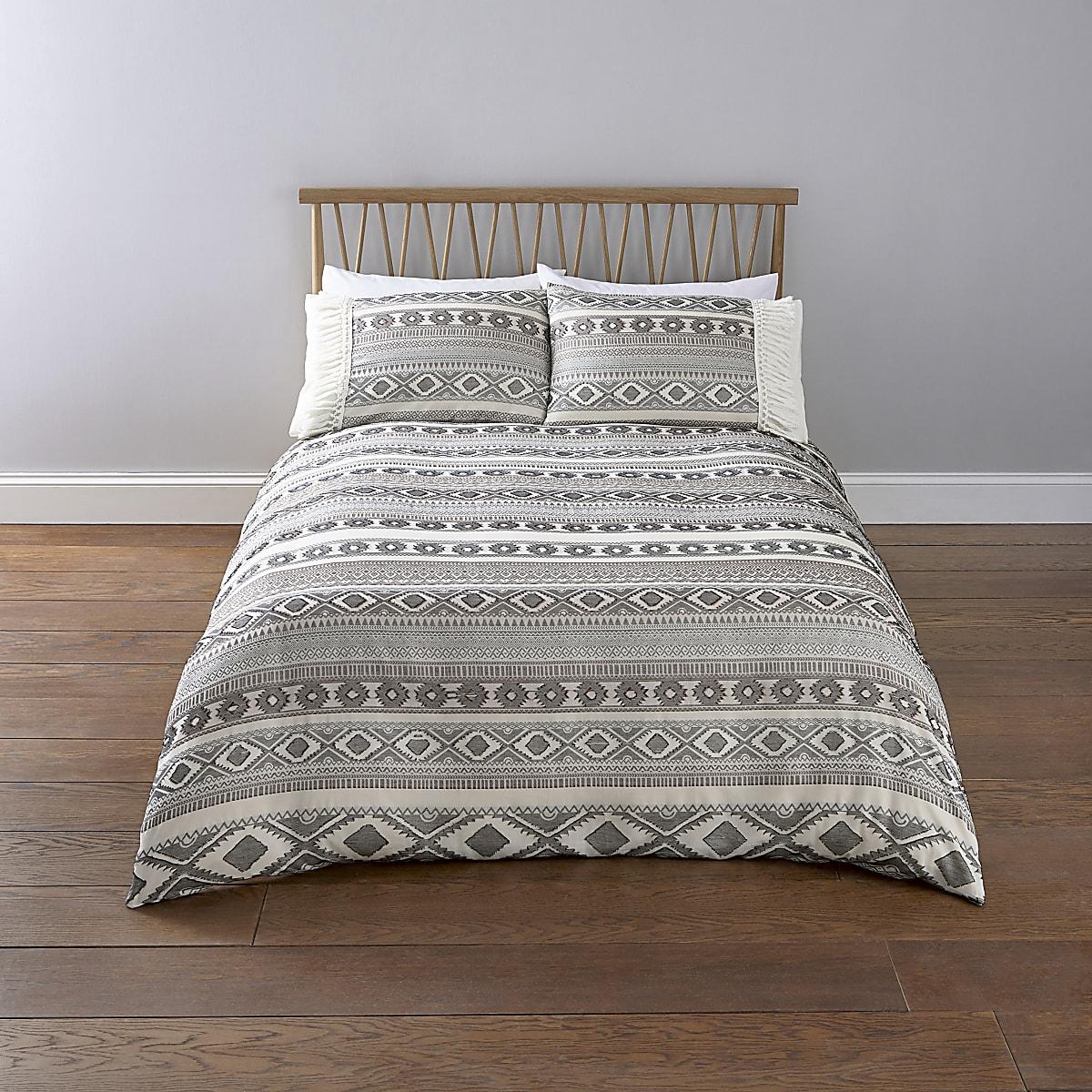 Cream Aztec jacquard double duvet bed set