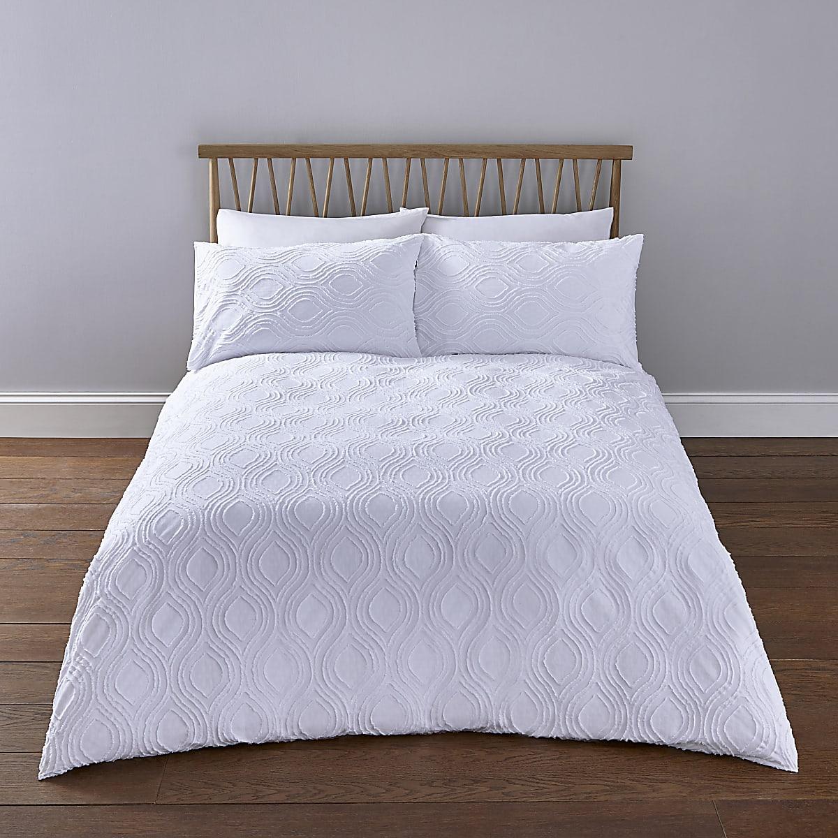 Parure de lit king blanche à motif géométrique texturé