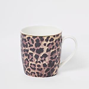 Bruine smaltoelopende mok met luipaardprint