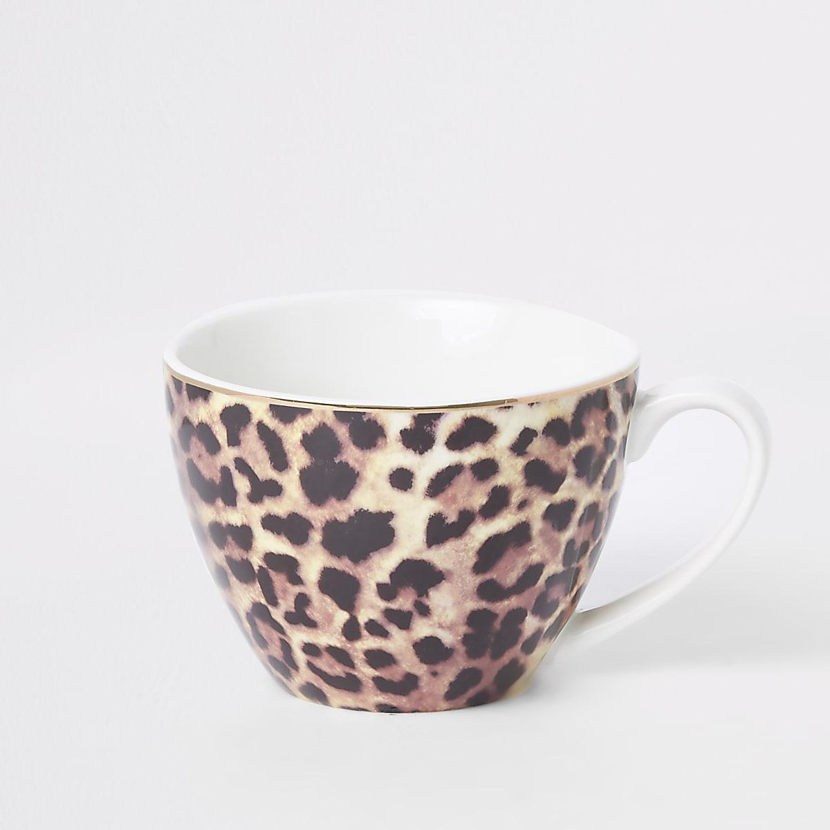 Bruine mok met luipaardprint