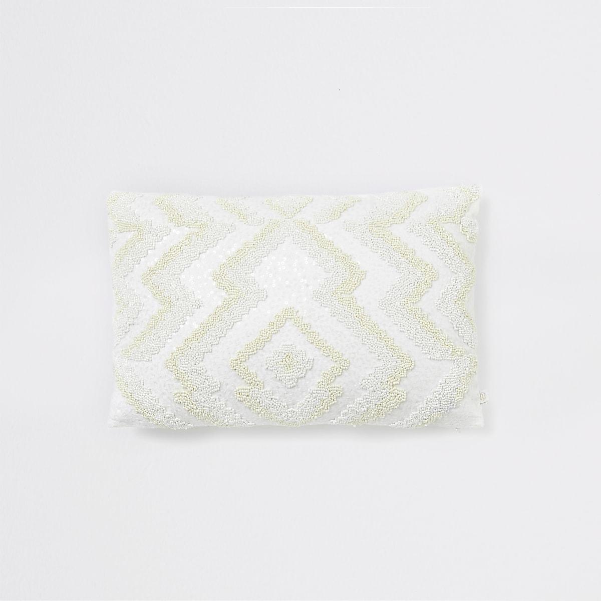 Coussin blanc motif zigzag à perles