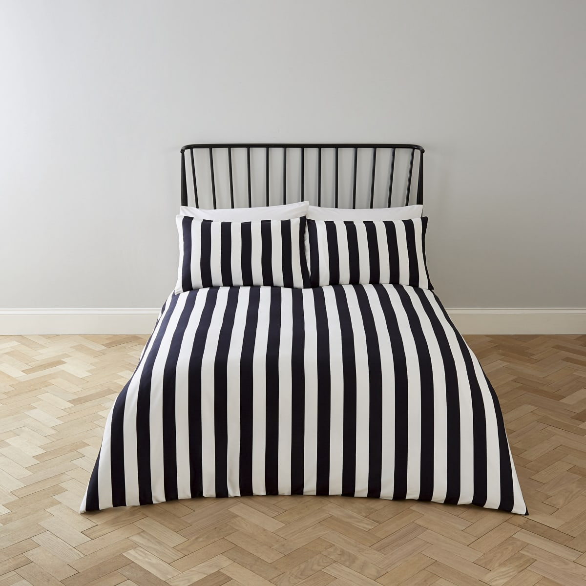 Black stripe print double duvet bed set