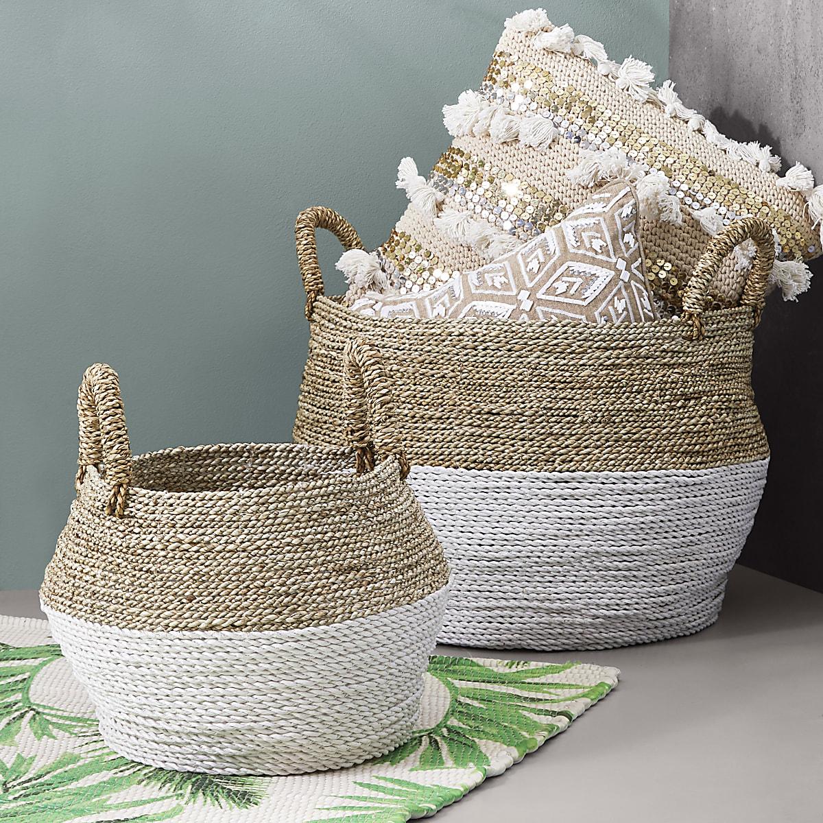 Set van twee beige handgeweven opslagmanden