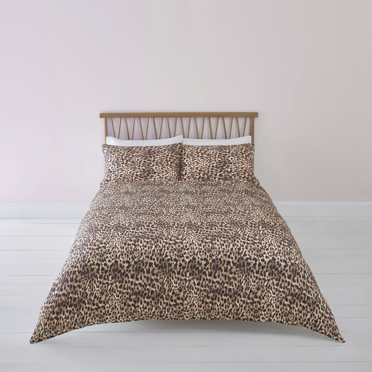 Braune Bettgarnitur mit Leoparden-Print, Kingsize