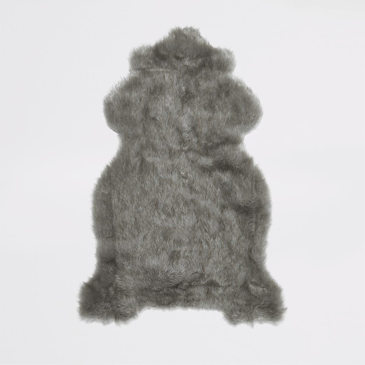 Grijs tapijt van imitatiebont