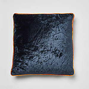 Coussin bleu marine en velours froissé