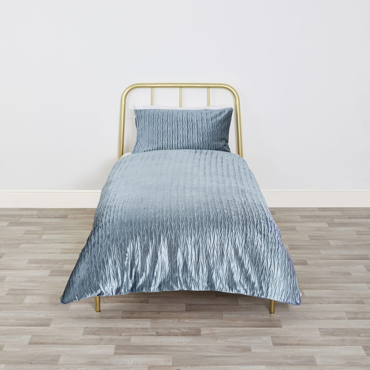Blue velvet pleated single duvet bed set