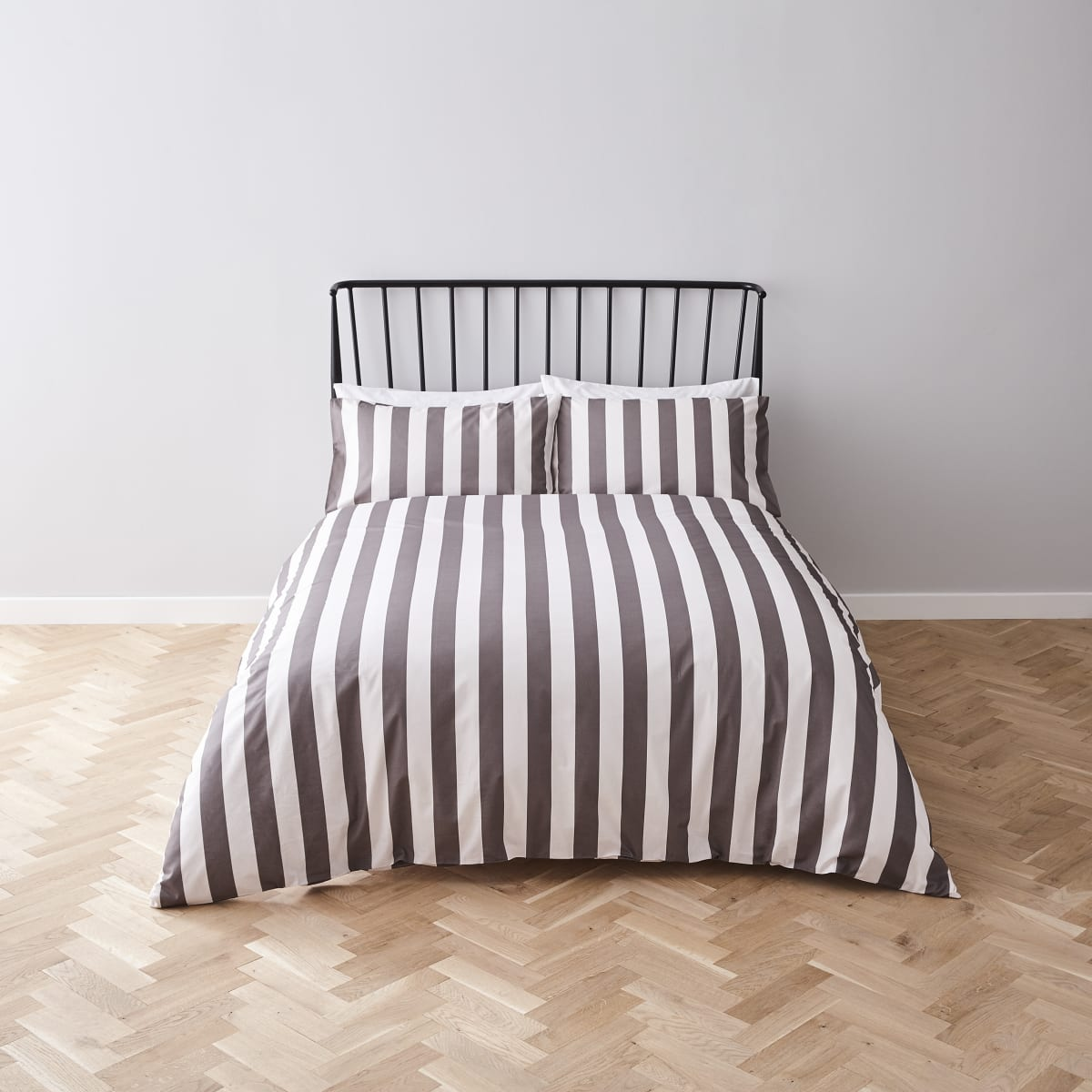 Grey stripe print king duvet bed set