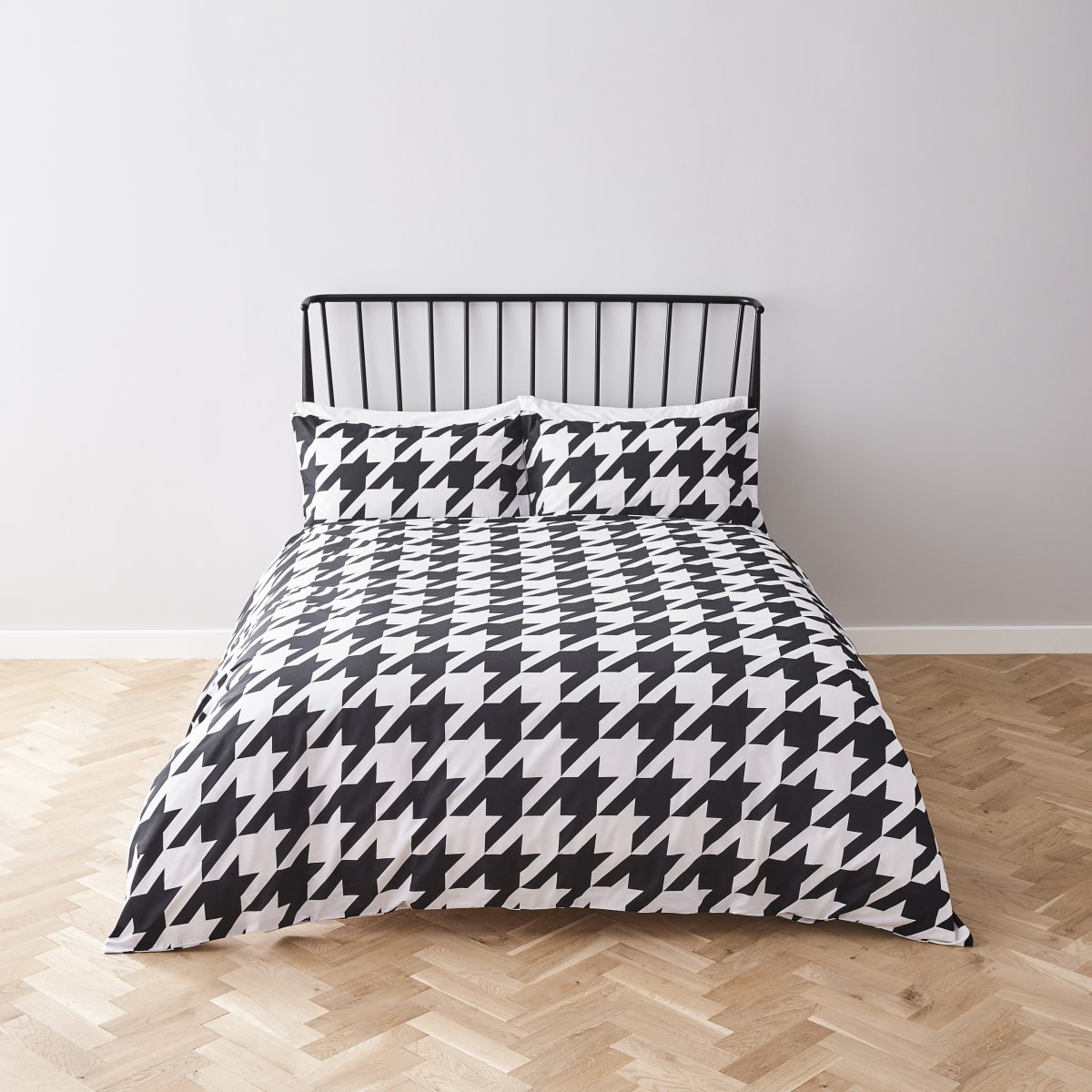 White houndstooth check king duvet bed set