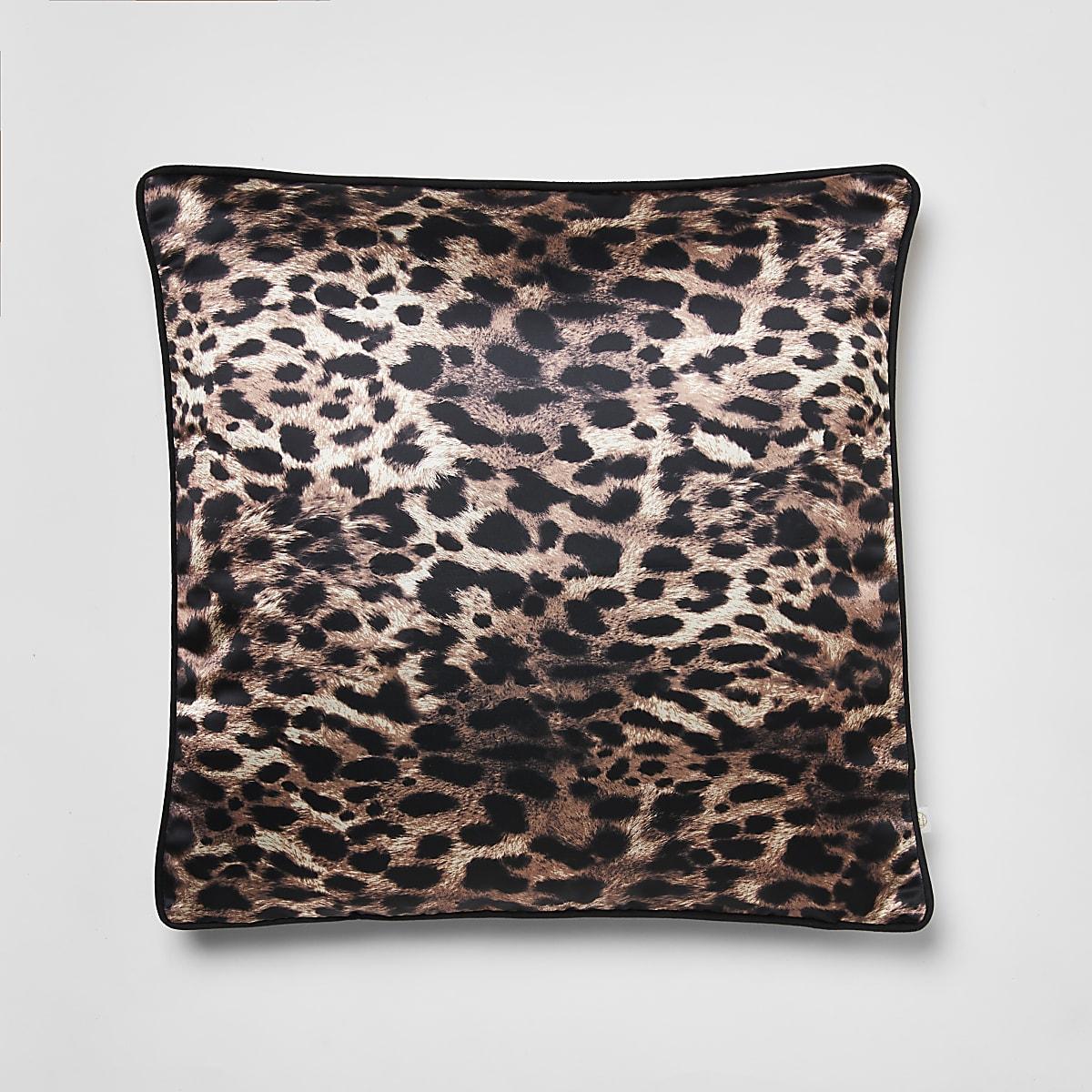Bruin kussen met luipaardprint