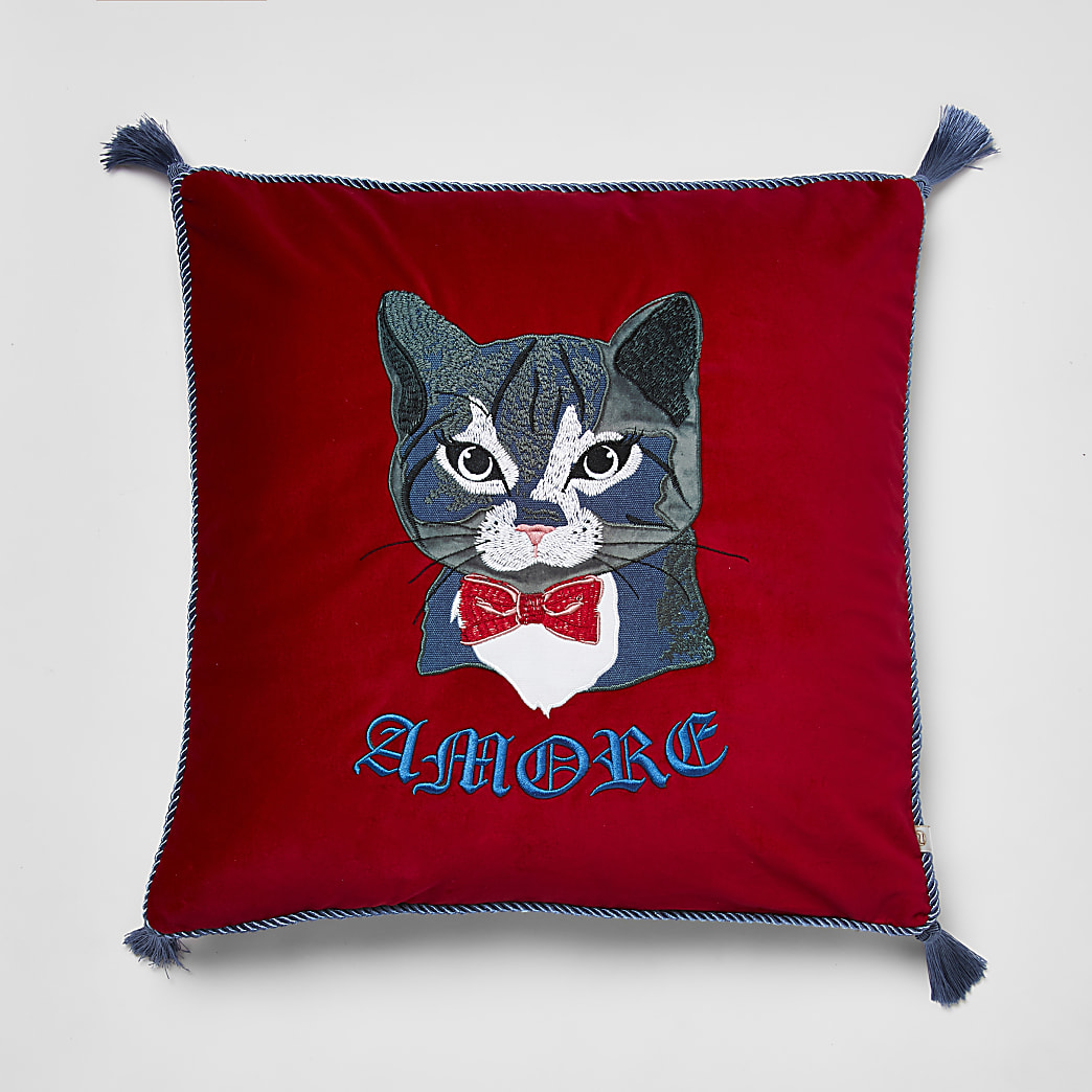 Coussin rouge brodéchat « Amore »