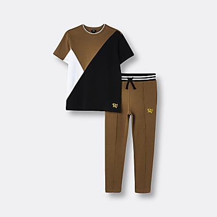 Age 13+ boys brown RV95 t-shirt and joggers
