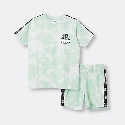 Age 13+ boys green RI tie dye t-shirt outfit