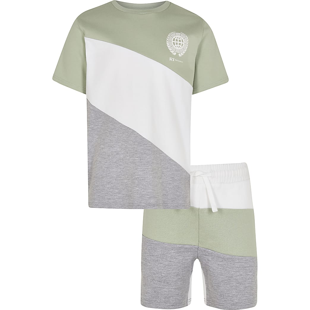 Age 13+ boys green t-shirt and shorts outfit