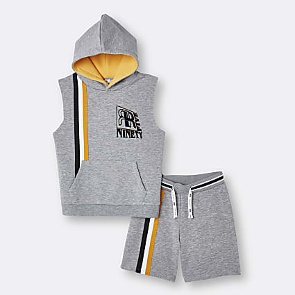 Age 13+ boys grey sleeveless hoodie outfit