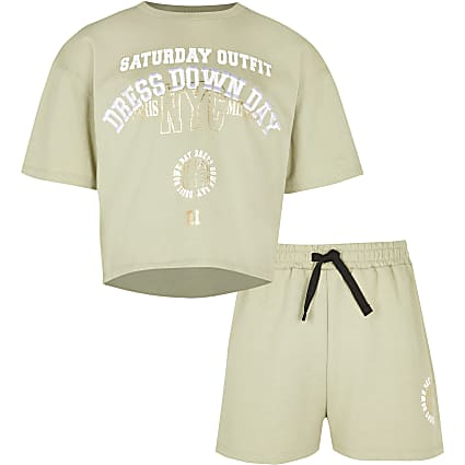 Age 13+ girls khaki graphic top and short set
