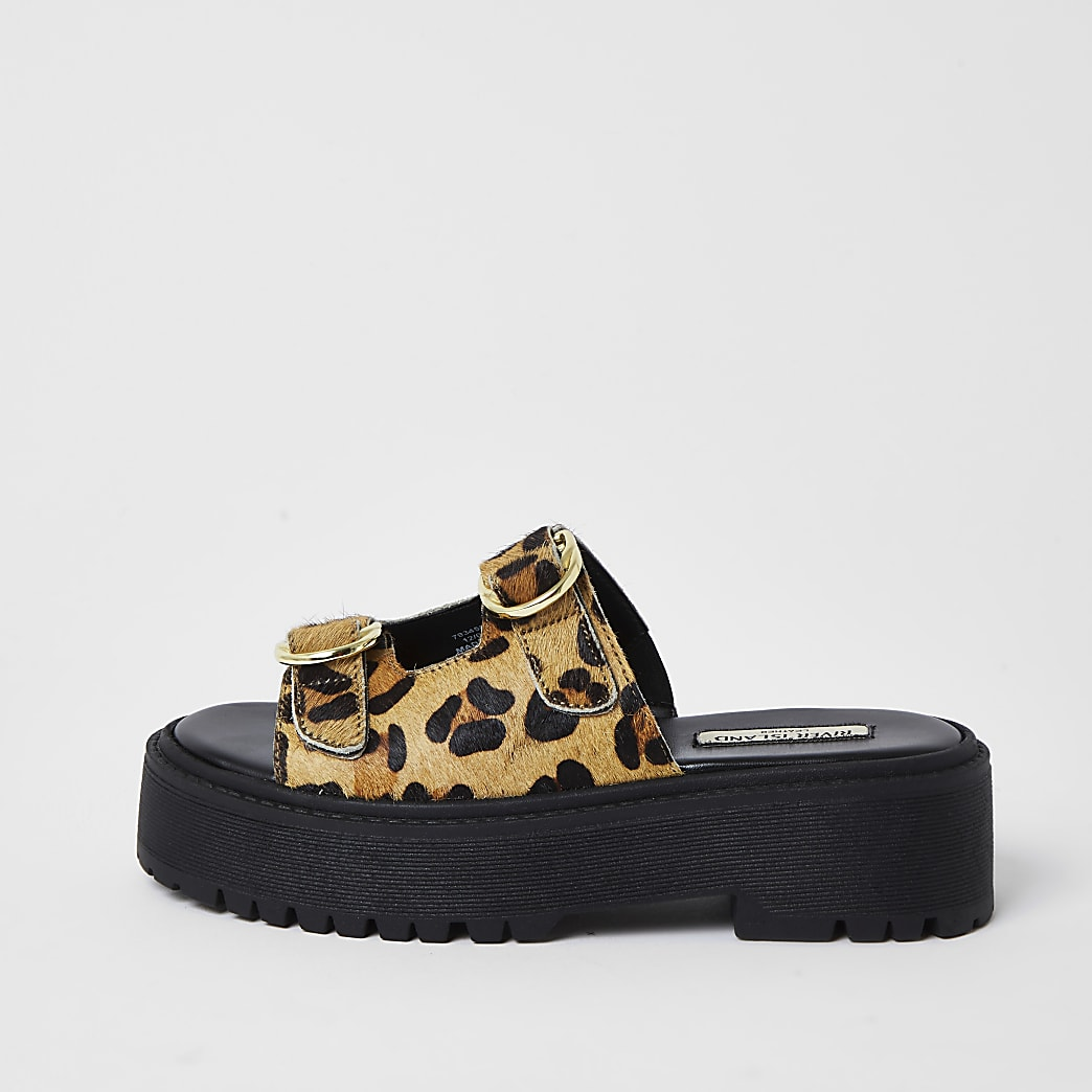 Animal print flatform buckle sandal