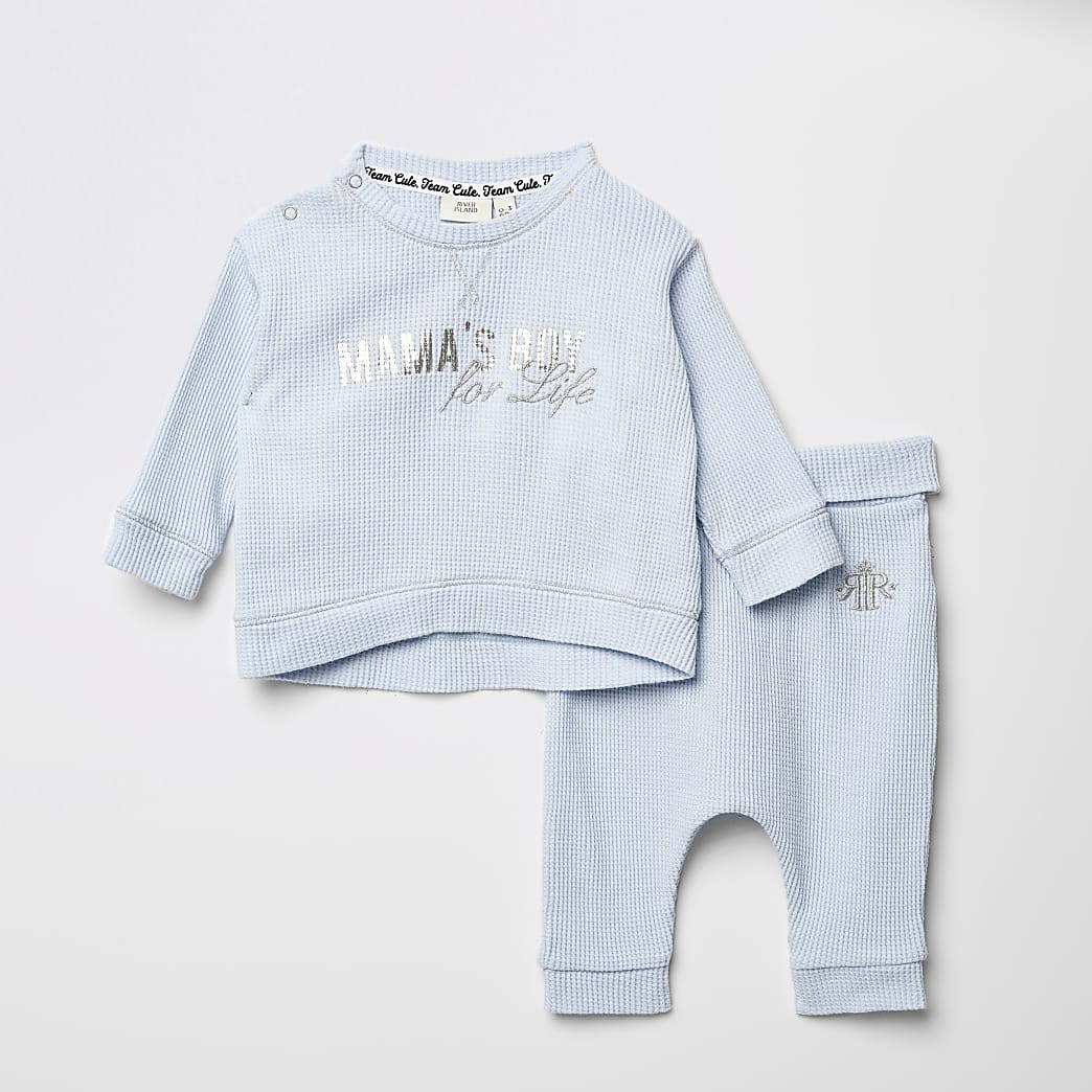 Baby blue printed waffle T-shirt outfit
