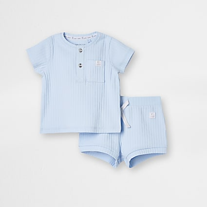 Baby blue ribbed shorts outfit