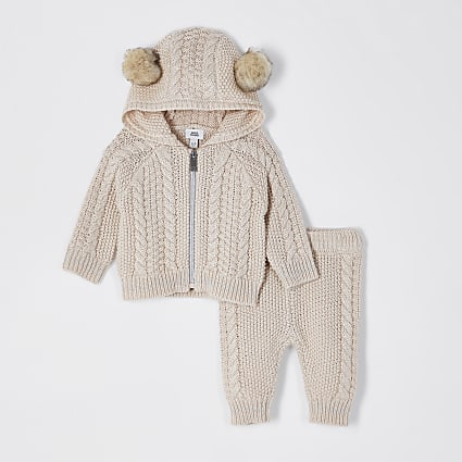 Baby cream cable knit cardigan outfit