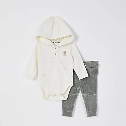 Baby cream hoodie outfit
