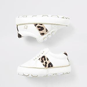 Sneaker in Creme mit Leopardeneinsatz