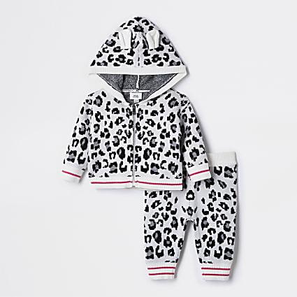 Baby ecru leopard print cardigan outfit