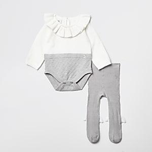 Graues Baby-Outfit mit gerüschtem Kragen