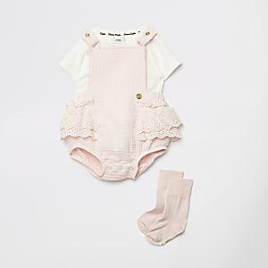 Roze rompertje met ruches en sokken outfit voor baby's