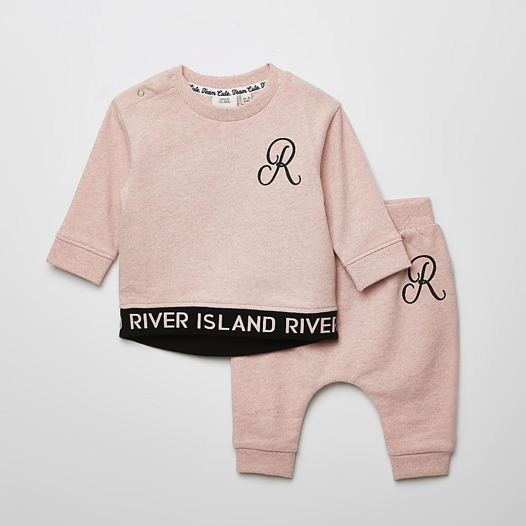 Baby pink RI sweatshirt outfit