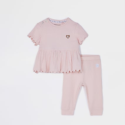 Baby pink ribbed peplum t-shirt outfit