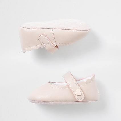 Baby pink scallop trim shoes