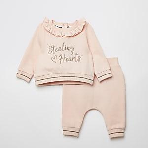 Roze outfit met sweater met 'Stealing hearts'-print voor baby's