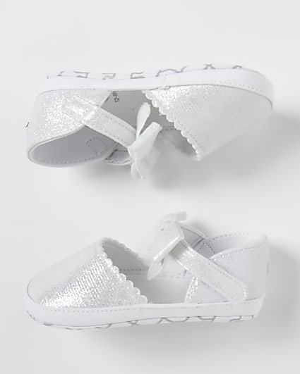 Baby white bow sandals