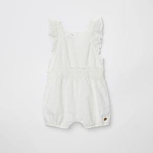 Wit rompertje met borduurwerken voor baby's