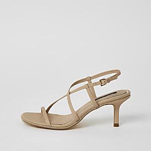 Beige sandalen met kralenborduursel, bandjes en lage hak