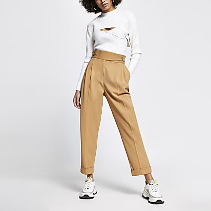 Beige buckle waist peg trousers