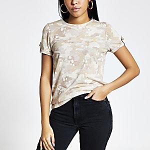 Beige T-shirt met camouflageprint en omgeslagen mouwen