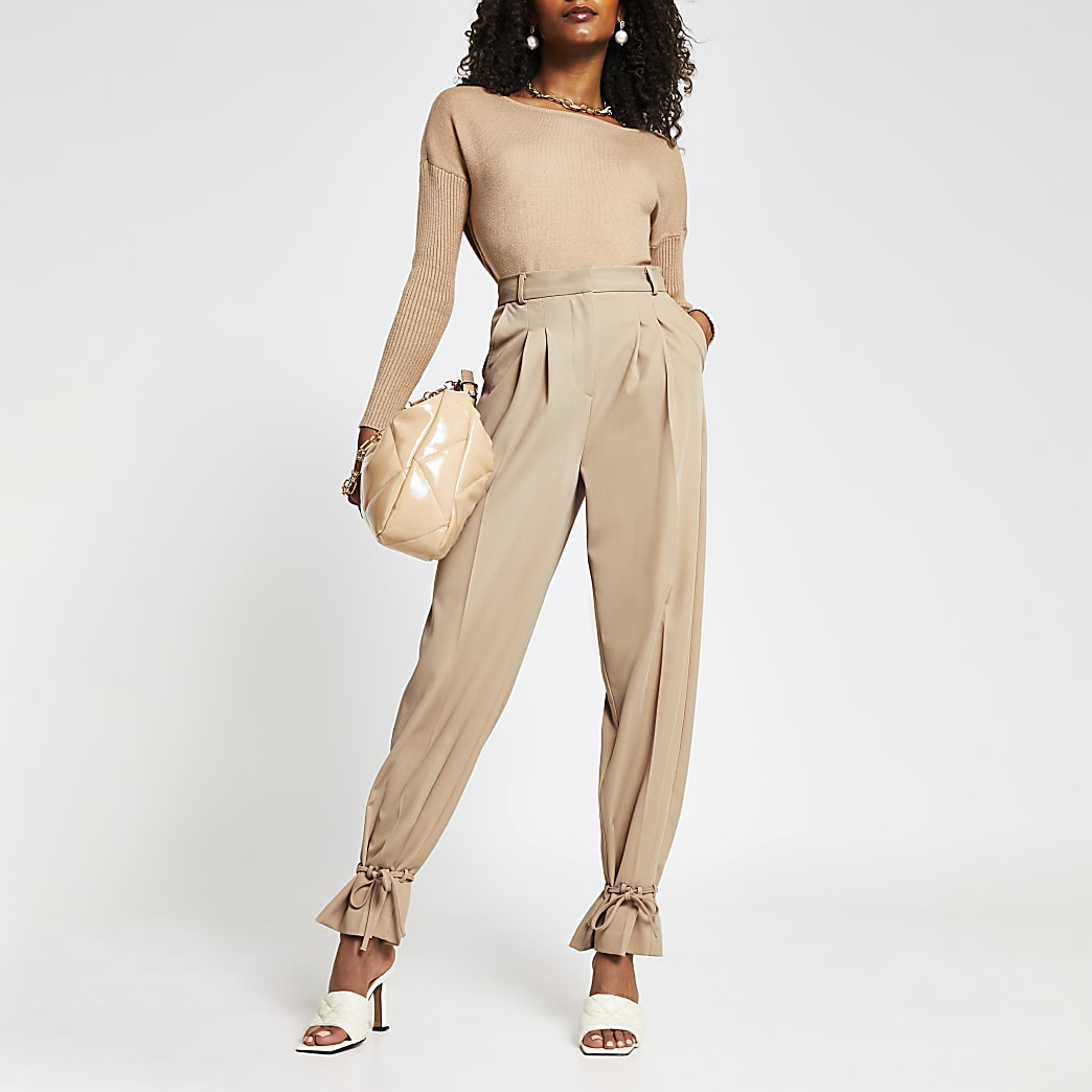 Beige cinched hem trousers