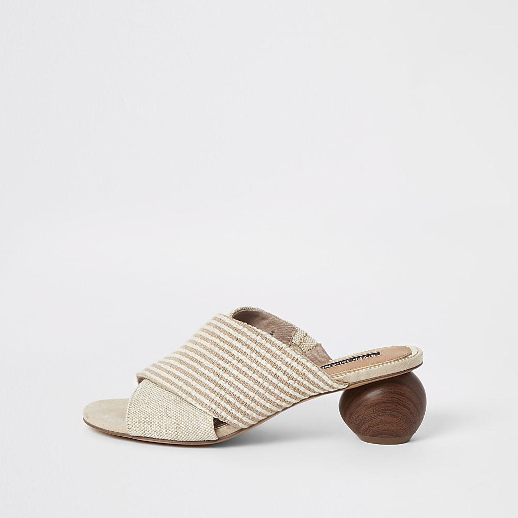 Beige Sandalen mit überkreuzten Riemen und Holzabsatz