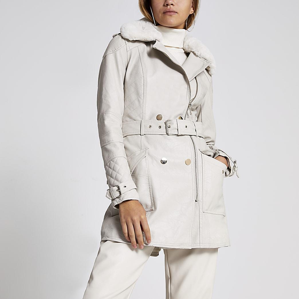 Veste en cuir synthétique beige avec ceinture